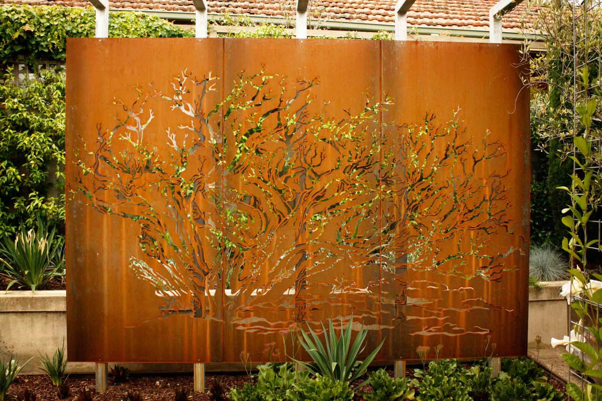 Metal screens by dusil design for Large outdoor privacy screen